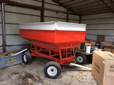 300-350 bushel Gravity Grain Wagon