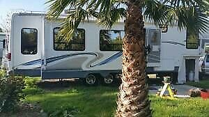 5th Wheel excellent condition. 2005 - 40 foot. Glendale Titanium.