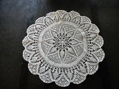 Lovely vintage large hand crocheted white round doily w/ intricate pattern D008
