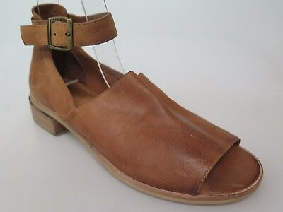 Silent D - new ladies leather sandal size 37 #63