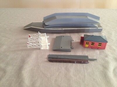 Triang Hornby Assorted Platforms Building Crossing Gate