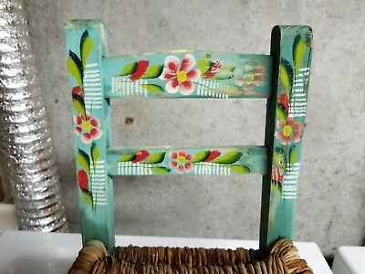 Vintage    CHILD CHAIR PAINTED SCENE