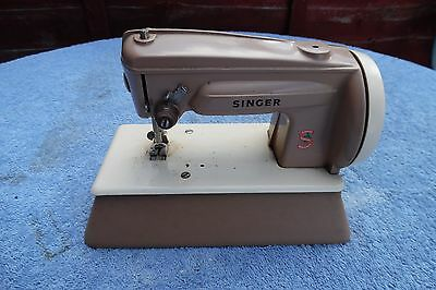 Vintage Child's SINGER Sewing Machine Hand Crank Sew Made In Great Britain
