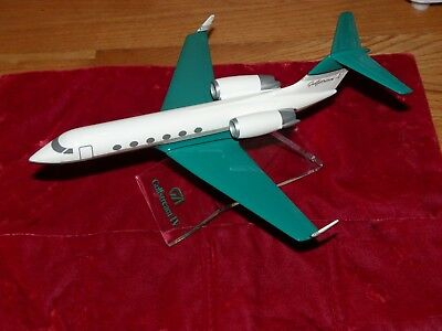 """Gulfstream IV Executive Jet Model Airplane By PACMIN 1/100 11"""" long, 9"""" wingspan"""