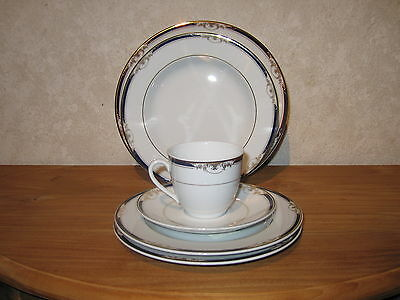 WINTERLING BAVARIA *NEW* HERITAGE BLEU Set 4 assiettes + 1 tasse à thé a/souc.