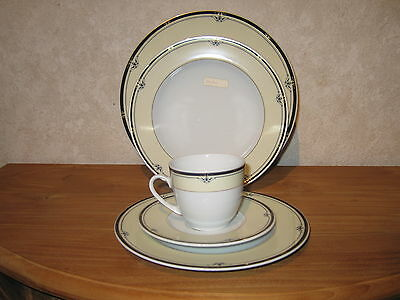 WINTERLING BAVARIA *NEW* SCALA Set 3 assiettes + 1 tasse avec soucoupe