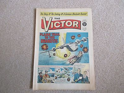 THE VICTOR COMIC No 220- MAY 8TH 1965 - FAME TRAIL TO THE RHAKOTIS