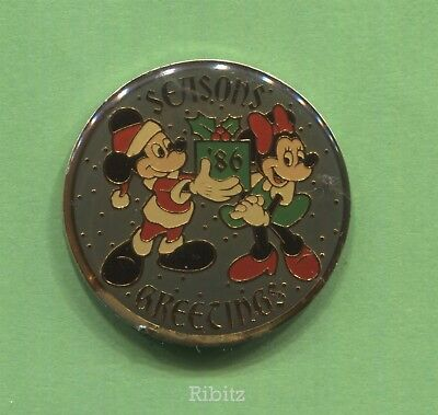 Disneyland Pin SEAONS GREETINGS '86 Santa Claus Mickey Mouse & Minnie Mouse 1986