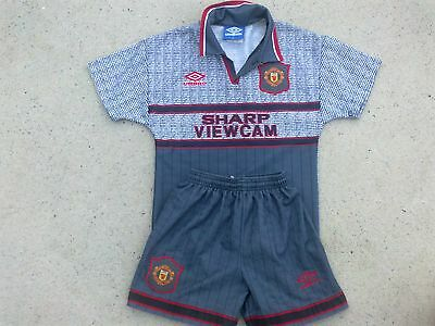 Cute kids size Manchester United FC UK soccer uniform - Shirt & shorts