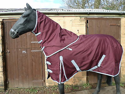 TURNOUT RUG Med Weight WITH DETACHABLE NECK