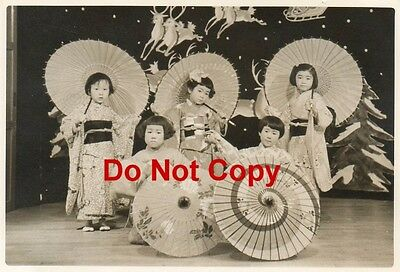 Orig 1955 JAPANESE Pic#9 Pageant 5 Girls Traditional Costume with PARASOLS JAPAN