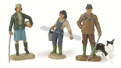 BRITAINS FARM Farming Family Figures Set 1:32 Scale - (Britains 40954)
