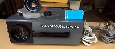 Kodak Carousel SV 2000-  35mm Slide Projector - with extras