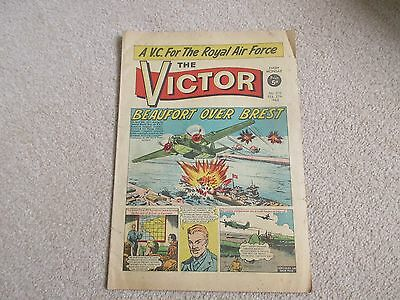 THE VICTOR COMIC No 210 - FEB 27TH 1965 - BEAUFORT OVER BREST