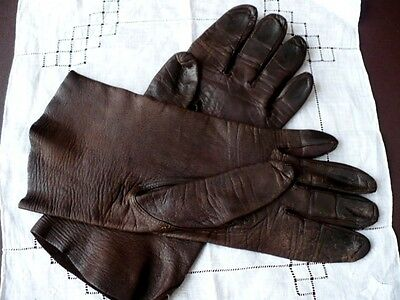 A Pair Of Vintage Ladies Kid Gloves