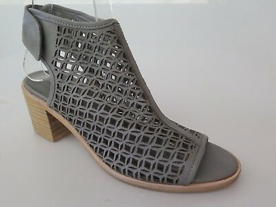 Top End - new ladies leather sandal size 37 #70