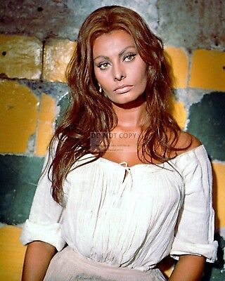"""Sophia Loren In The Film """"more Than A Miracle"""" - 8X10 Publicity Photo (Fb-526)"""