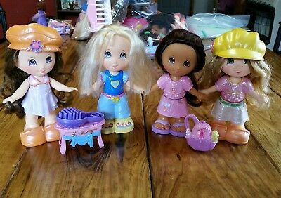 Fisher Price Snap N Style Lot 4 Dolls Clothes Outfit Shoes Brush Hats Bag Table
