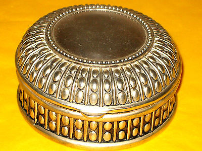 VINTAGE SILVER PLATED  BOX (without hallmark)       (0.55/389)