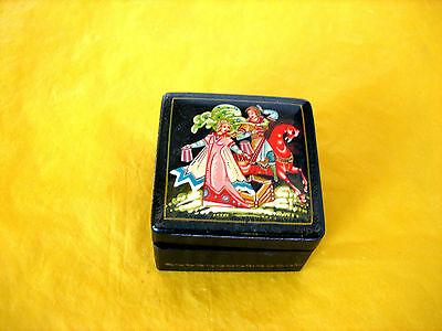 RUSSIAN LACQUER WOOD BOX  ,loose lid     (0.1/133)