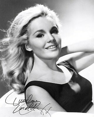 Actress Tuesday Weld With *Reprint* Autograph - 8X10 Publicity Photo (Ab-238)