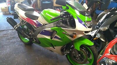 STUNNING KAWASAKI zx6-r DRY STORED LAST 10 YEARS LOW MILES TOTALLY ORIGINAL PX ?