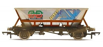 Hornby :- R6706 BR RAILFRIEGHT HAA MGR GRAFFITI WAGON (WEATHERED)New & Boxed