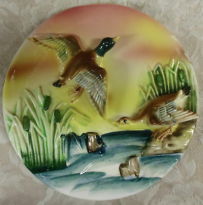 """High Gloss Vibrant Ceramic Vintage Wall Plaque Canada Geese 3D 7"""" x 6.75"""" Japan"""