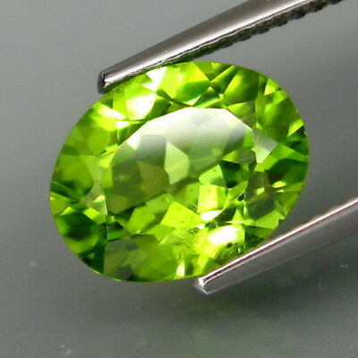 3.70Ct.Ravishing Color! Shimmering Lustrous Natural Green Peridot Pakistan