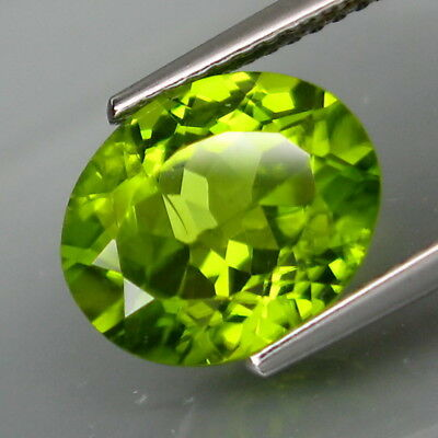 4.15Ct.Ravishing Color! Shimmering Lustrous Natural Green Peridot Pakistan