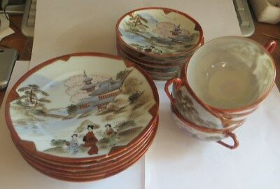 Ensemble de porcelaine japonaise comprenant : 6 assiettes – 6 sous tasses ( 2 on