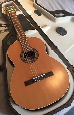 La Patrie Presentation Guitar With Case!!! Free Post!!!