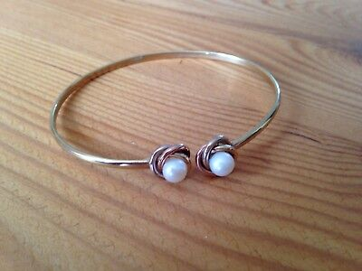 9 ct gold and pearl bangle