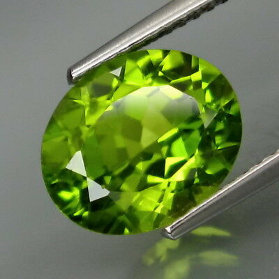 4.10Ct.Ravishing Color! Shimmering Lustrous Natural Green Peridot Pakistan