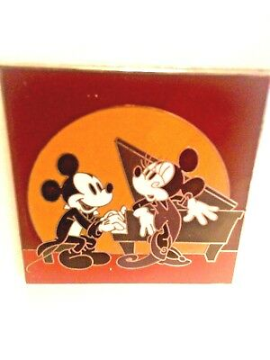 Disney Pin Mickey And Minnie Dcl New