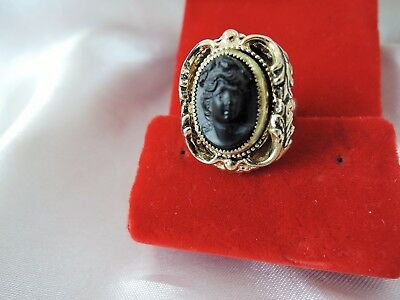 Vintage Whiting & Davis High Relief Art Glass Cameo Ring*adjustable Old World!