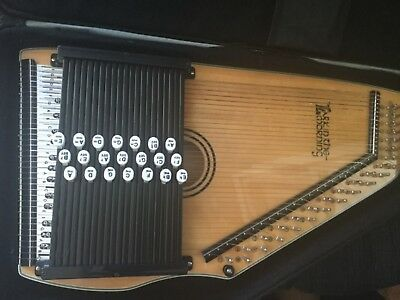 """Vintage """"Lark In The Morning"""" Autoharp With Case Songbook"""