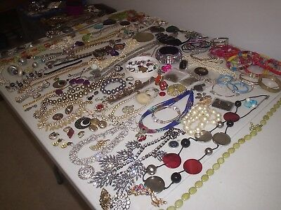 Large Job Lot Of Broken Modern And Vintage Costume Jewellery Crafts /repair (B)