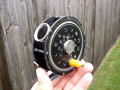 EARLY * PFLUEGER MEDALIST * FLY REEL No. 1494 * with * DIAMOLITE LINE GUARD *