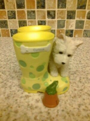 Figurine Westie White West Highland Terrier Curious Watching Frog Yellow Wellies