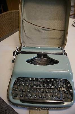 portable typewriter Consul model 1531 baby blue with case vintage 1960 art deco