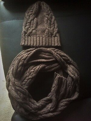 H&M brown set of hat and scarf