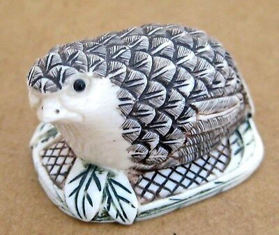 Antique Asian Japanese NETSUKE Carved Hand Painted Quail Bird Signed