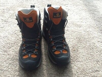 Scarpa R-EVO  GTX Walking Boots uk 9