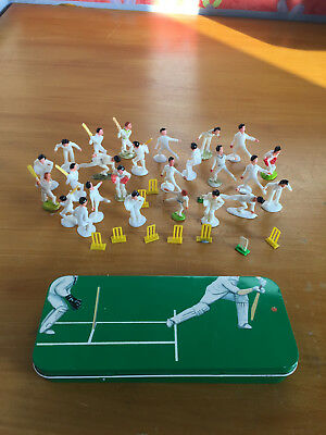 Cricket Pencil Tin with 34 plastic cricketers ideal cake decorations