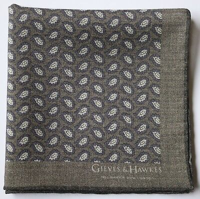 Gieves & Hawkes Wool & Silk pocket square Grey Paisley hand rolled.