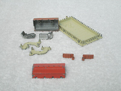 Tri-Ang Minic Ships Straight Quay Section & Quay Accessories