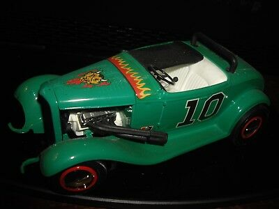 32 Deuce Green Demon  HOT ROD 1/24  PRO built model car pinstripes bobbed flamed