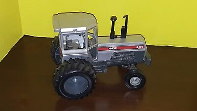 White 2-135 model toy tractor, 1:16 scale, Metal, by Scale Models