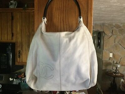 93f593bfbd72 AUTH CHANEL HANDBAG White Matelasse Vintage Flap Logo Quilted Clasp ...